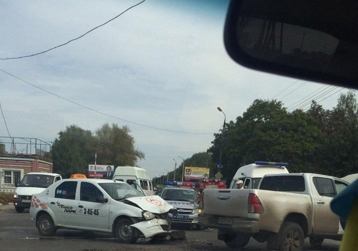"""На автодороге """"Узловая-Новомосковск"""" произошла авария"""