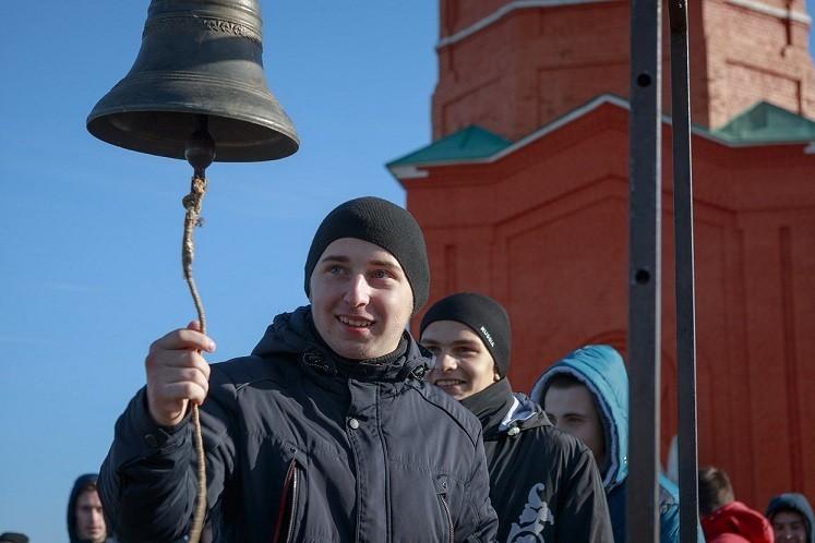 Новомосковских призывников проводят в армию на Куликовом поле