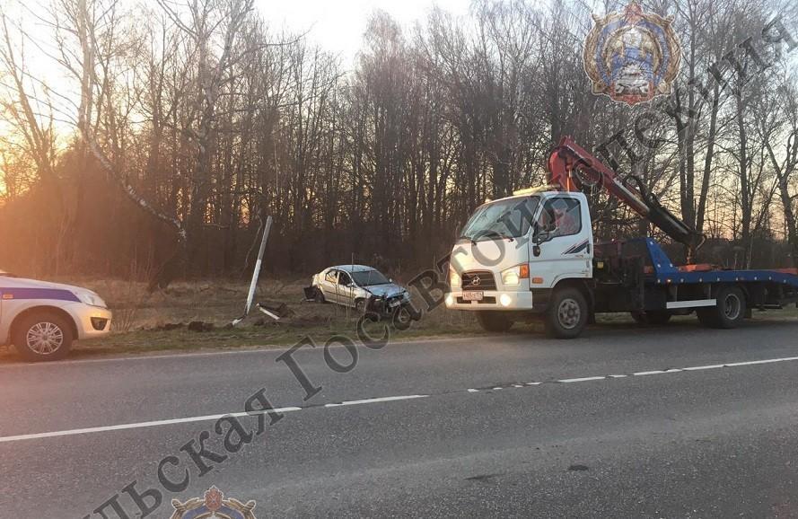 """Под Новомосковском 55-лений водитель """"Renault Logan"""" вылетел в кювет"""